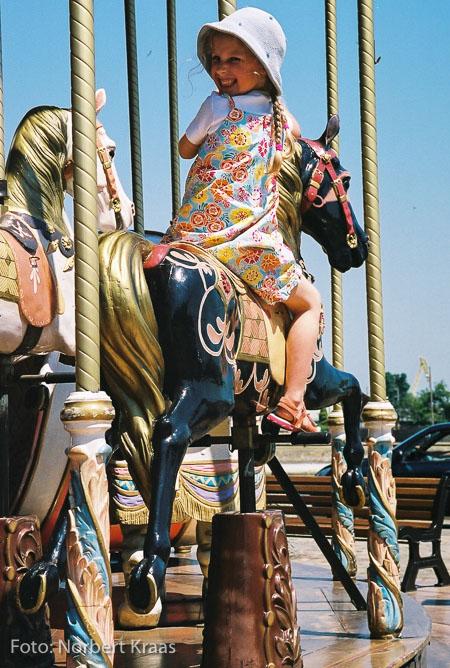 """""""Und auf den Pferden kommen sie vorüber,"""""""