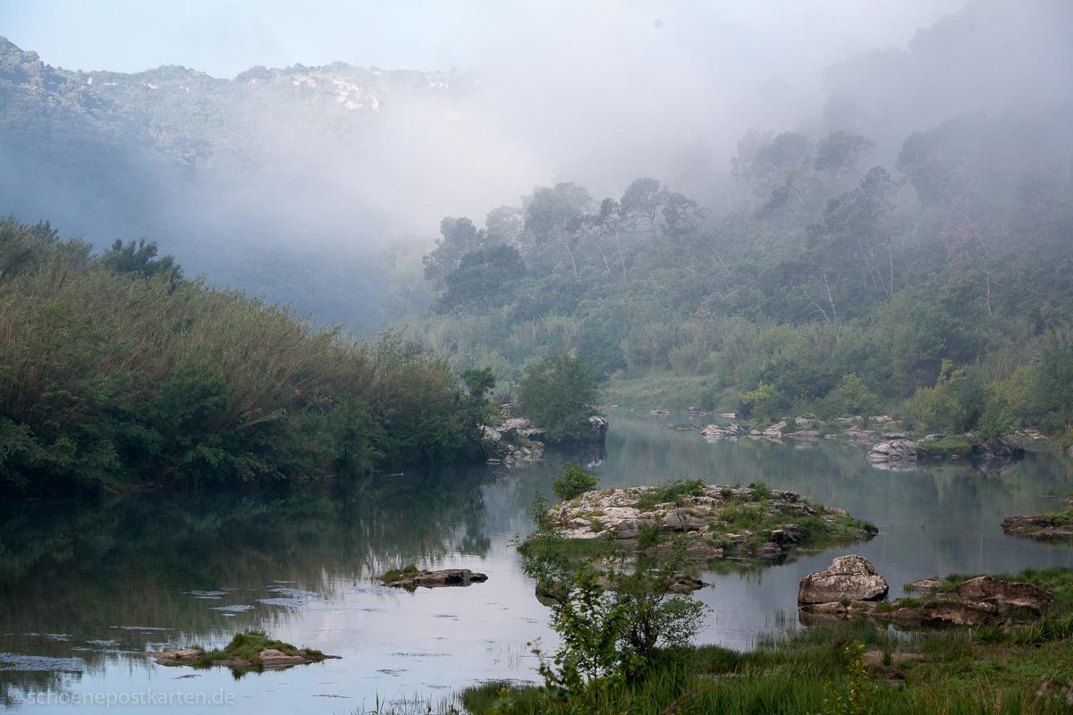 In aller Frühe märchenhaft schön, der Gardon, der aus den Cevennen kommt und in die Rhone mündet