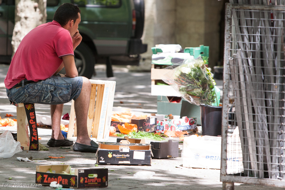 Marktende in Uzès, einer der schönsten Städte im Languedoc. Foto: Norbert Kraas