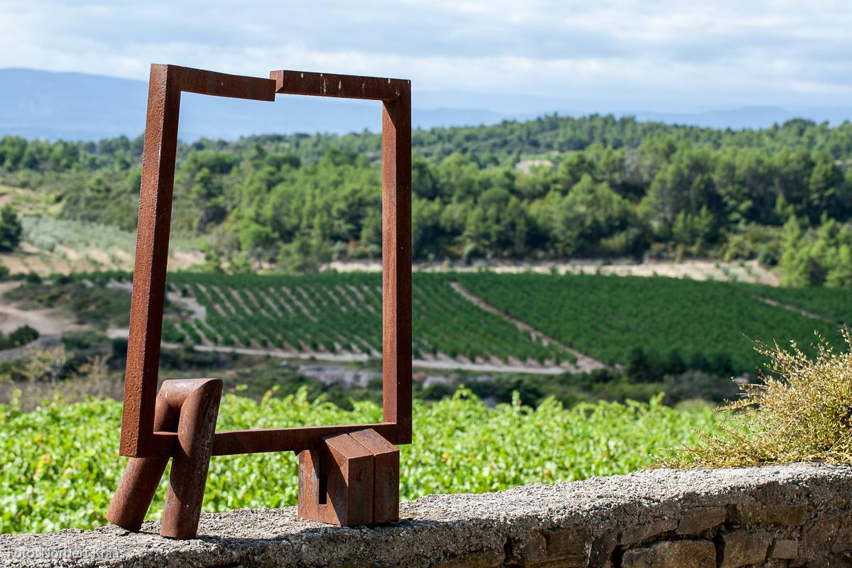 Der Rahmen – das Framing – gibt vor, worauf der Betrachter seinen Blick lenken soll. Dieser künstlerische Rahmen befindet sich auf einem privaten Anwesen im Languedoc in Frankreich.