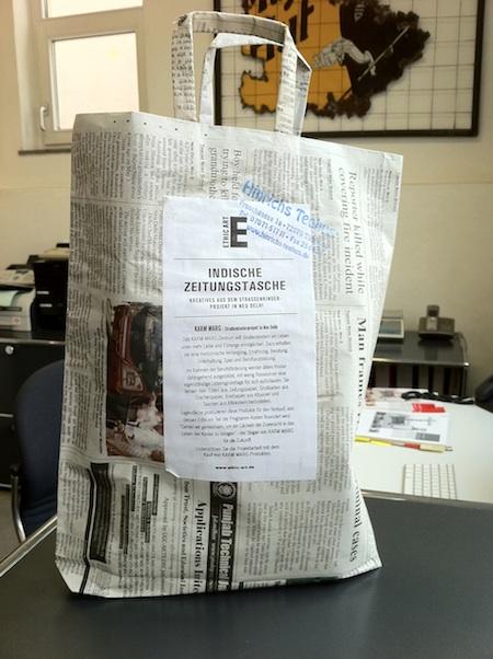 Indische Zeitungstasche: Projekt KARM MARG. Foto: Kraas & Lachmann