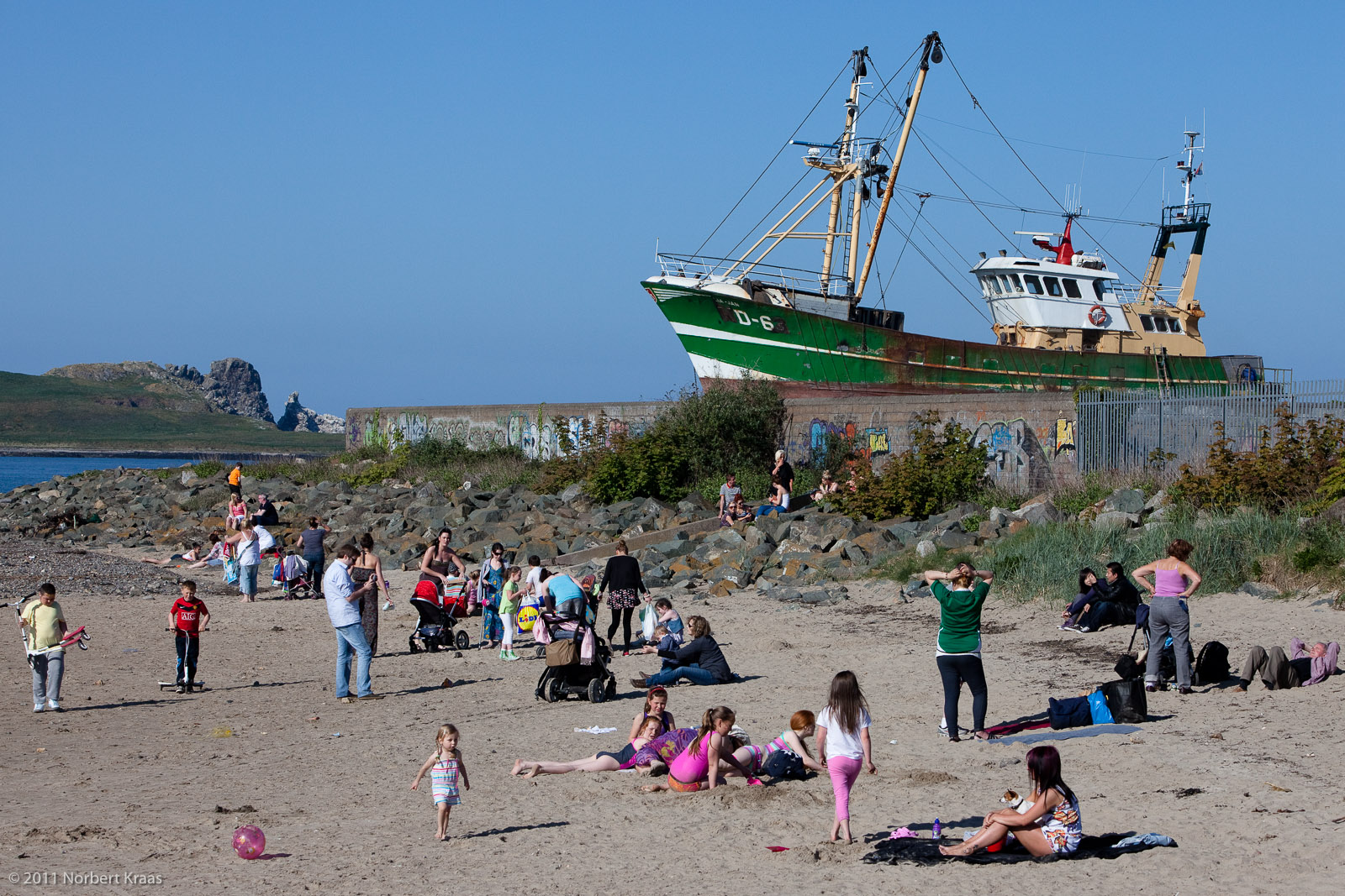 Die Boote fahren nicht mehr aus.  / The boats don't go out anymore. (Howth 2011) Hommage to Martin Parr. Foto: Norbert Kraas