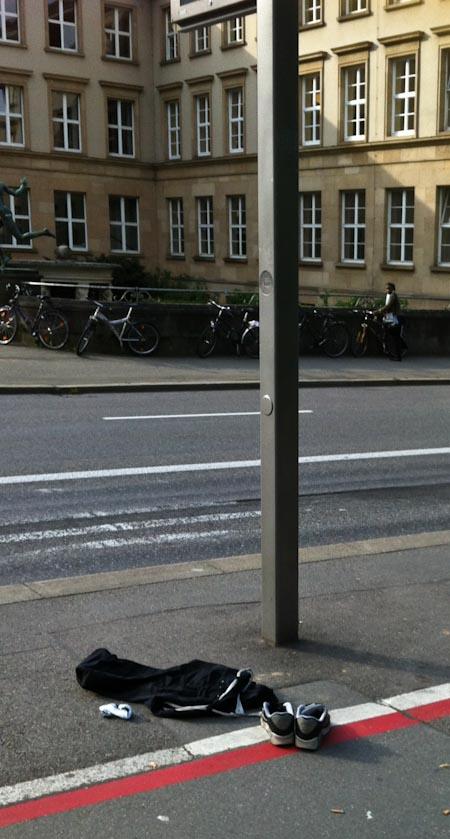 Tübingen, Bushaltestelle Neue Aula morgens um 8. Foto: Kraas