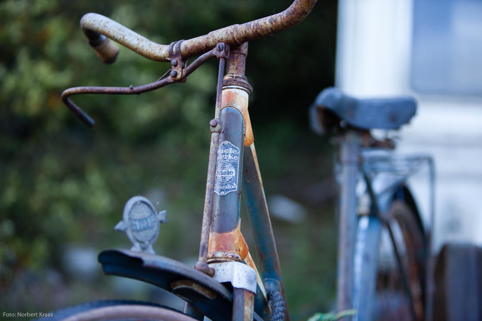 Miele-Fahrrad auf Schrottplatz im Languedoc