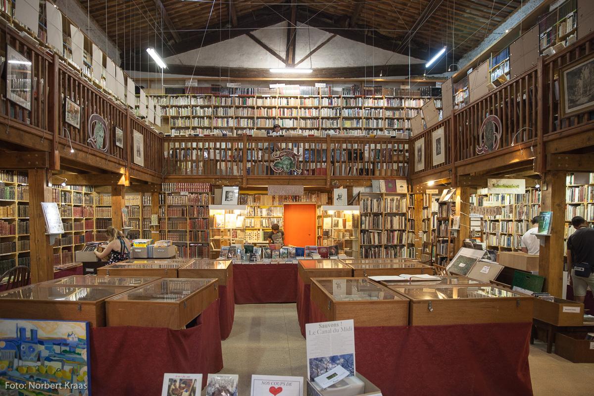 Languedoc: Traum jedes Büchersammlers, das riesige Antiquariat in Somail am Canal du Midi