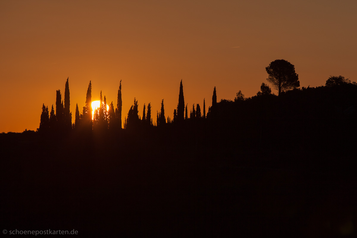 """For there is always light"" (Amanda Gorman). Sonnenaufgang im Minervois, Frankreich"