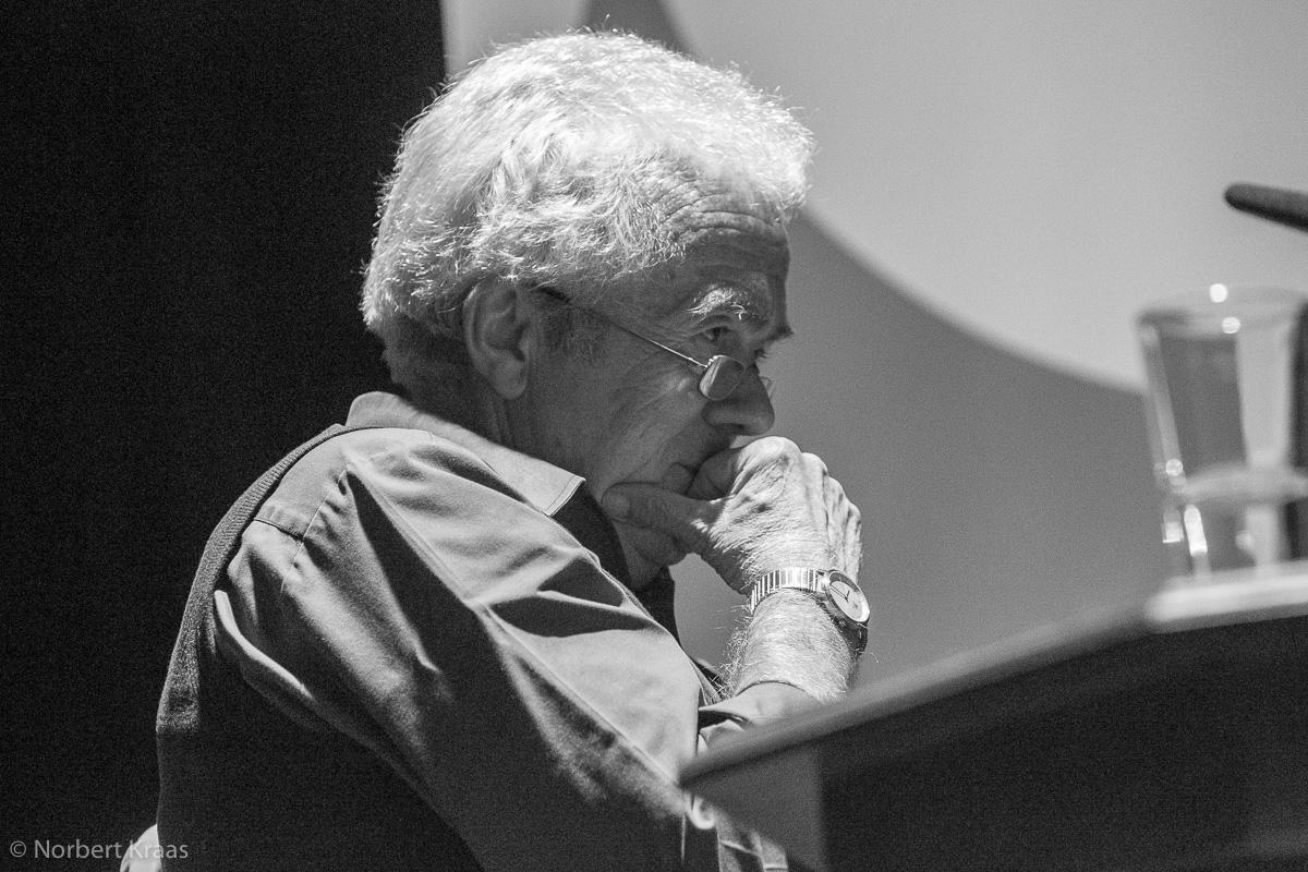 Kurt Oesterle bei einer Lesung