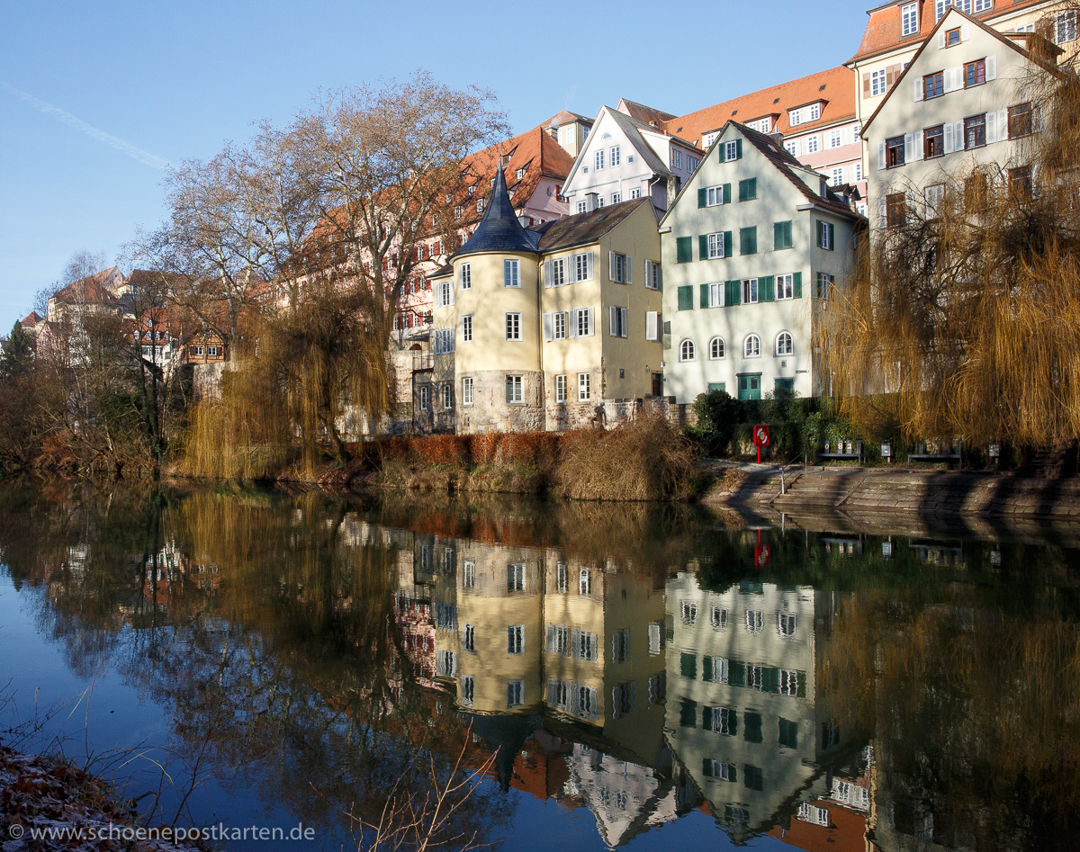 Nicht mehr hölderlingelb, sondern deutlich heller, dafür aber frisch renoviert: der Hölderlinturm in Tübingen im Hölderlinjahr 2020