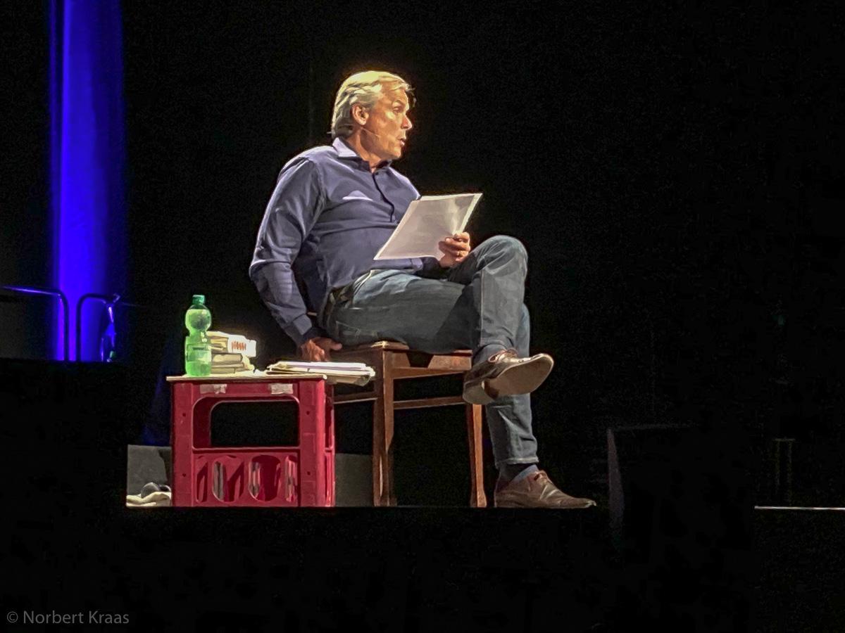 Axel Hacke bei einer Lesung in Tübingen im Sommer 2020