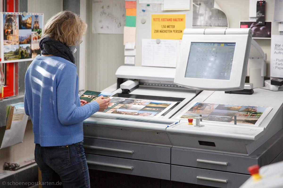 Eine Druckabnahme ist immer etwas Besonderes, weil man sein Produkt zum ersten Mal in den Händen hält