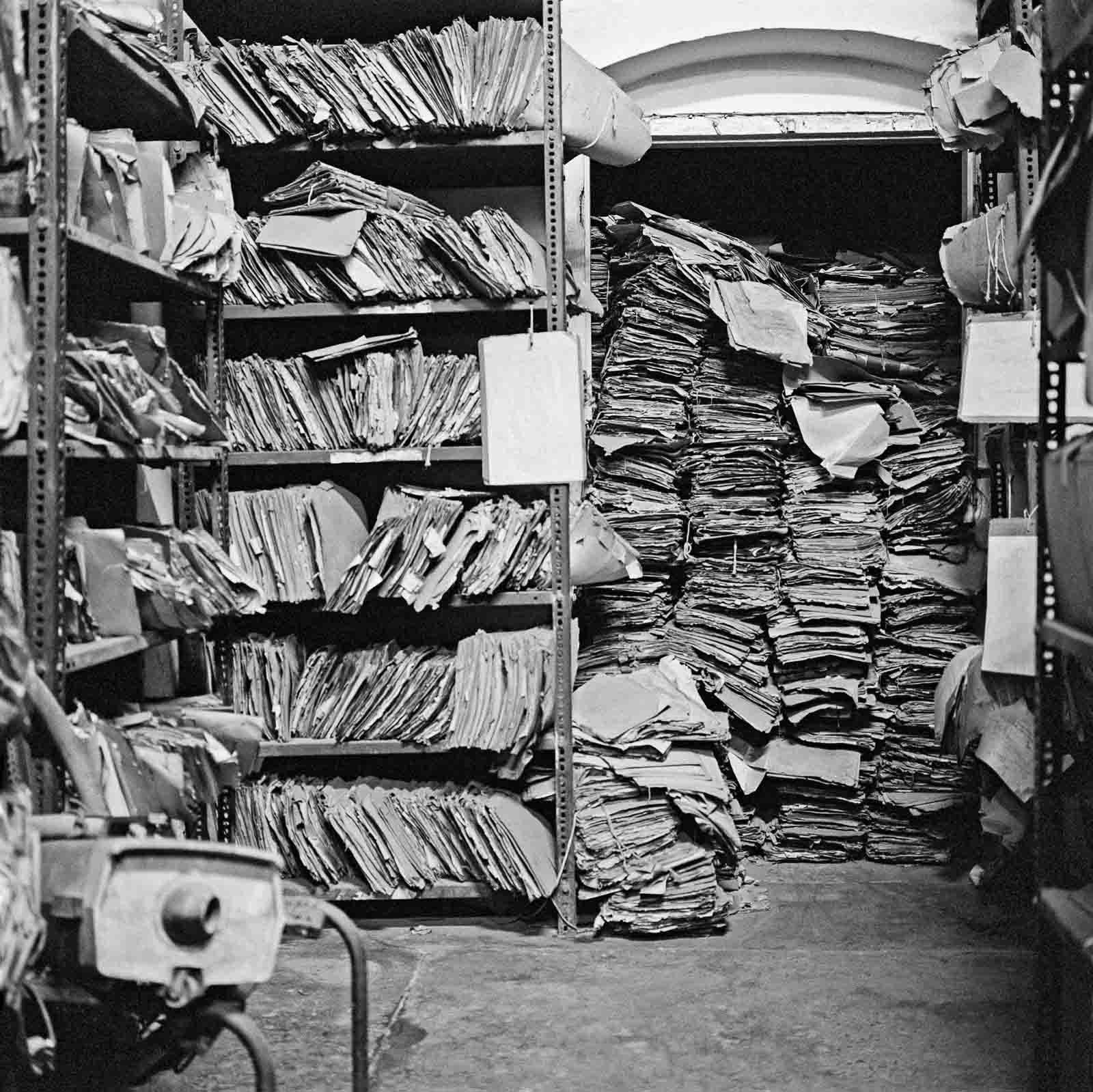 Wer rettet diese Dokumente? Foto aus dem besprochenen Fotoband. © Dayanita Singh
