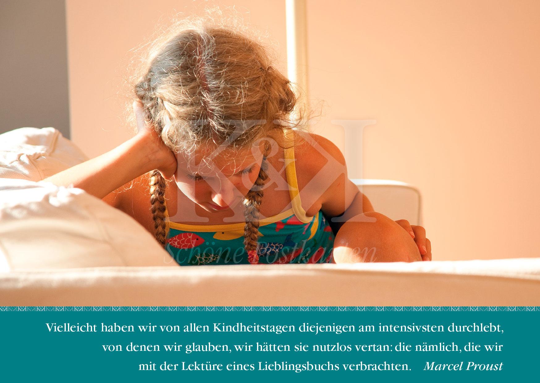Schöne Postkarte Nr. 74 · Proust: Lektüre eines Lieblingsbuchs © www.schoeneposkarten.de